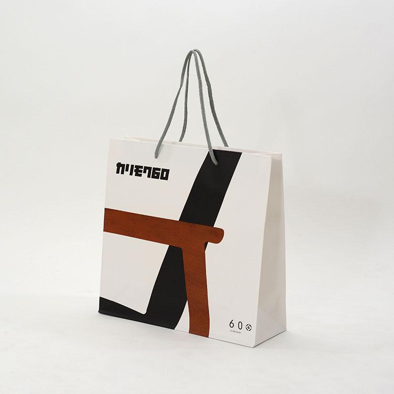 有名家具ブランドのグラフィカルな紙袋