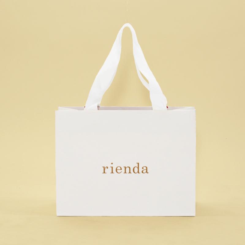 白を基調とした大人可愛い紙袋