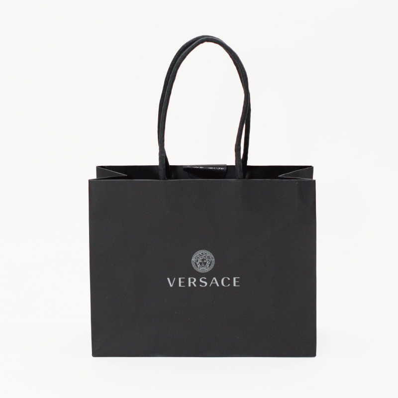 黒を基調としたハイブランドの紙袋