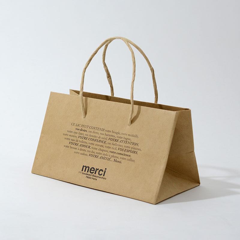 パリのナチュラル感を表現したキュートな紙袋を読む