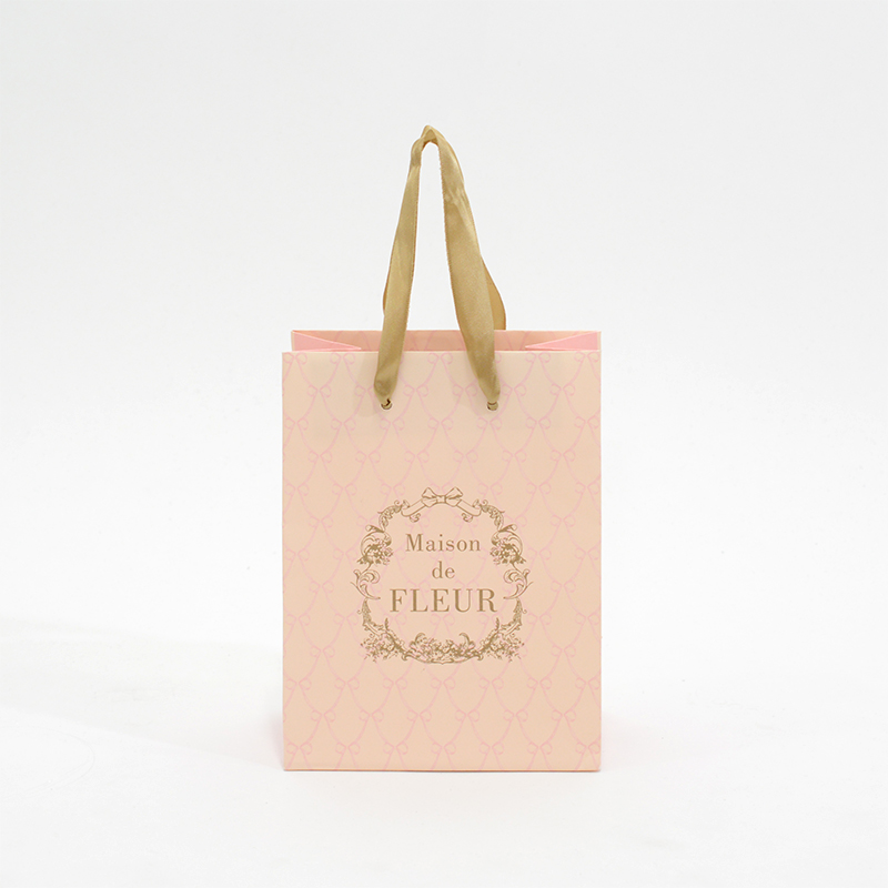 甘くてキュートなアパレルブランドの紙袋