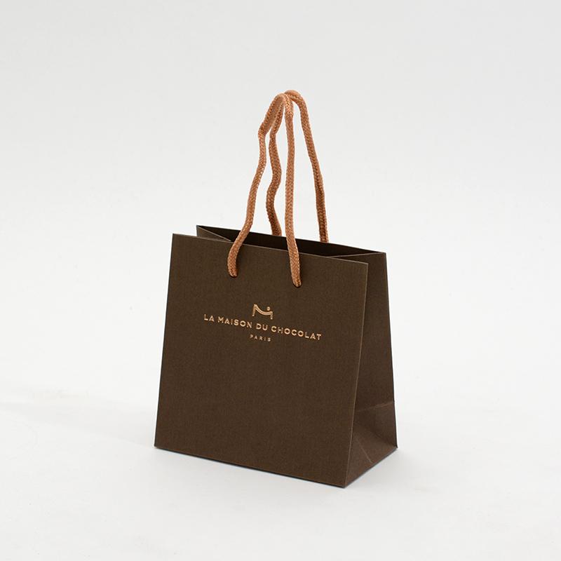 チョコレートの風合いが表現された紙袋
