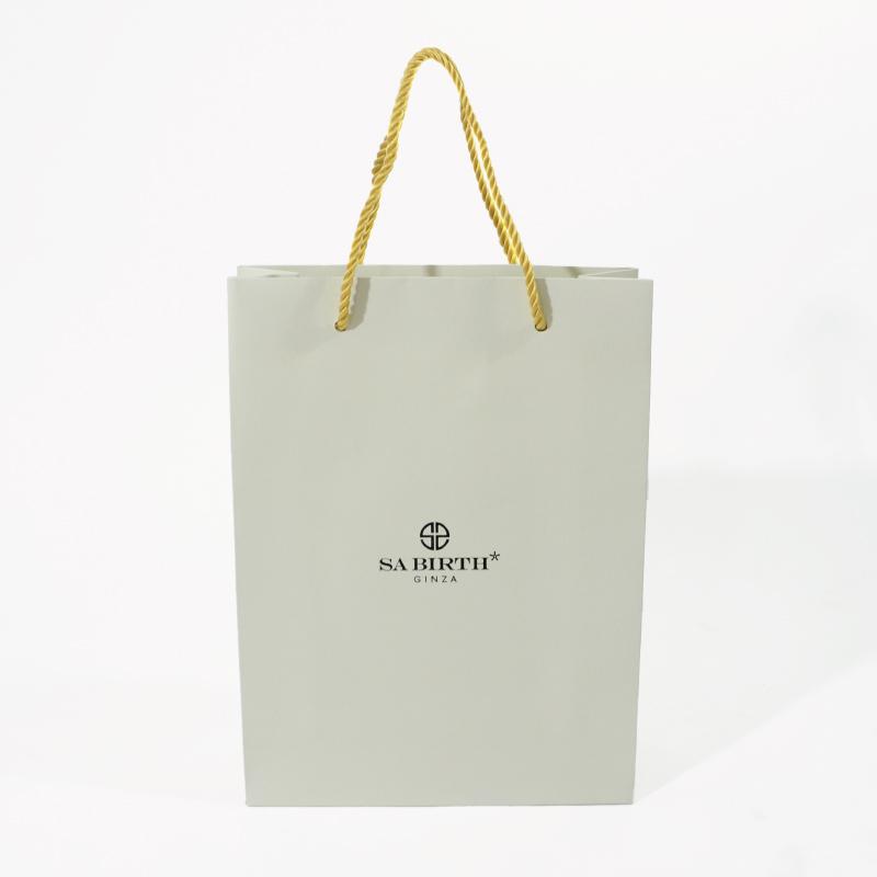 高級感のあるジュエリーショップの紙袋
