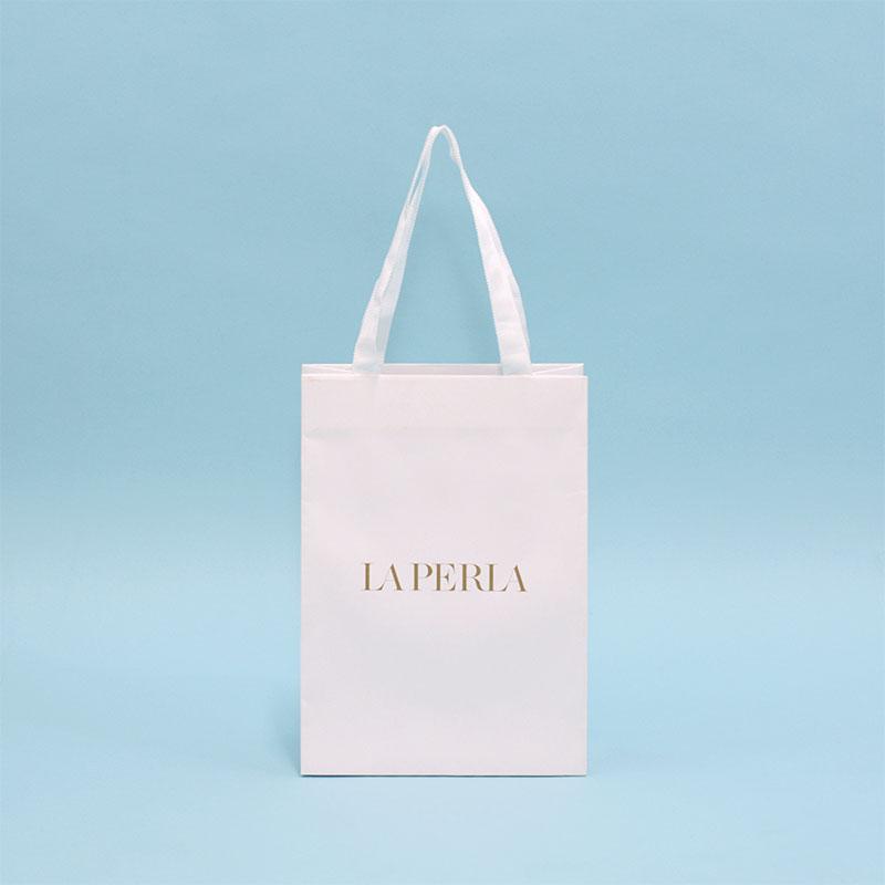 クラフト紙でも高級感のある紙袋