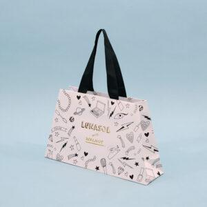 台形でバッグのような紙袋