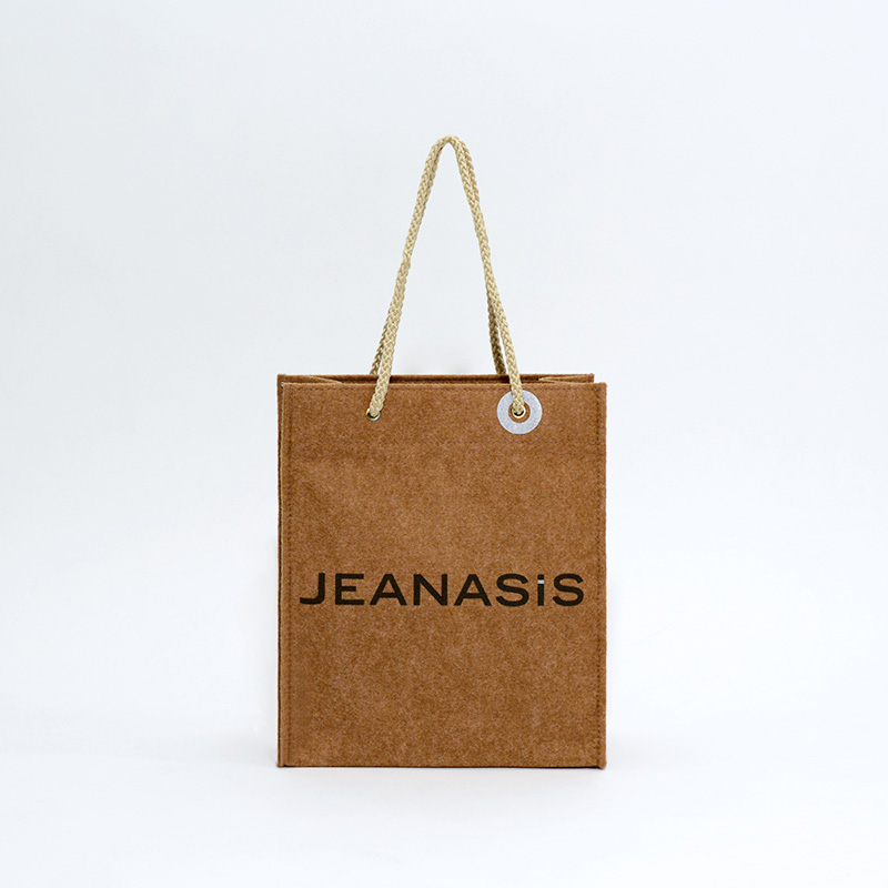 「いつもの紙袋とは違う?」限定ノベルティショッパー