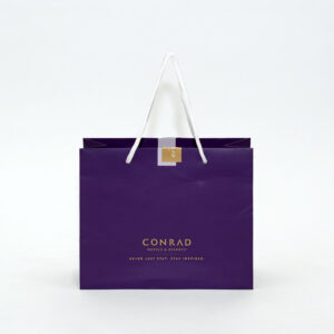 紫で上品な高級感を感じる紙袋