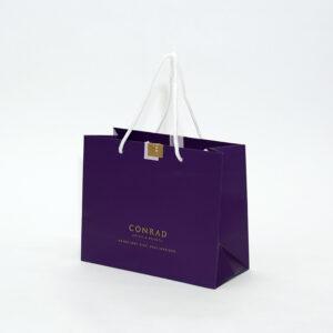 conradホテルの紙袋