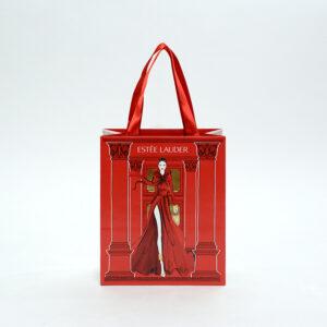 赤のインパクトを最大に使った紙袋