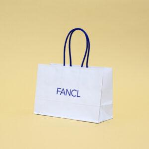 青と白の組み合わせでさわやかな紙袋