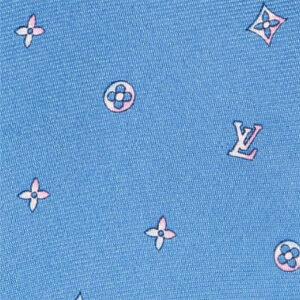 水色の柄ネクタイ(アップ)
