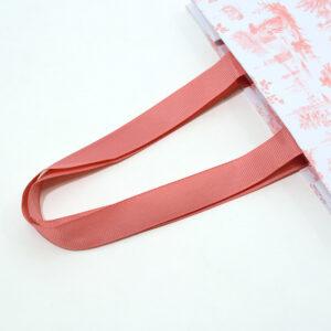 グログランリボンで高級感のある紙袋