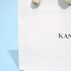高級感のあるエンボス加工をした紙袋