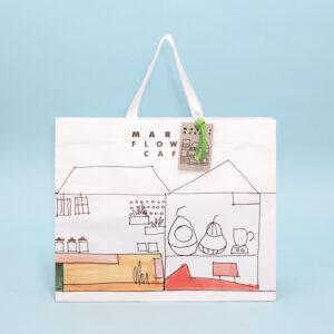 白をメインカラーとした清潔感のある紙袋