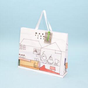 手書き風デザインで温かみのある紙袋