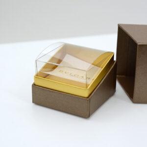 クリア素材の内箱でディスプレイになる箱