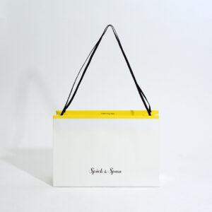 黄色のアクセントが可愛い紙袋