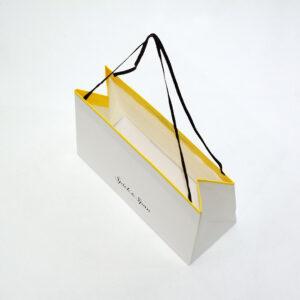 上から見た紙袋