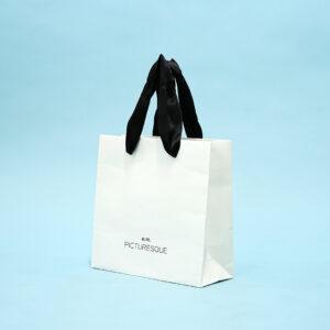 幅広のサテンリボンを使った紙袋