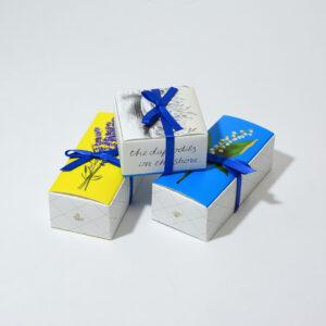 繊細な箱デザイン