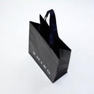 黒いクラフト紙で内側まで色が入った紙袋