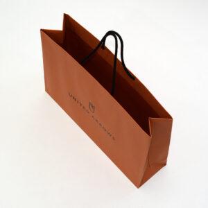 内面までオレンジ色な紙袋