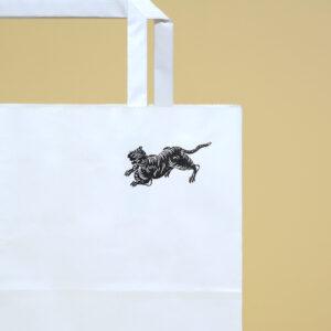 日本画のような虎デザインの紙袋