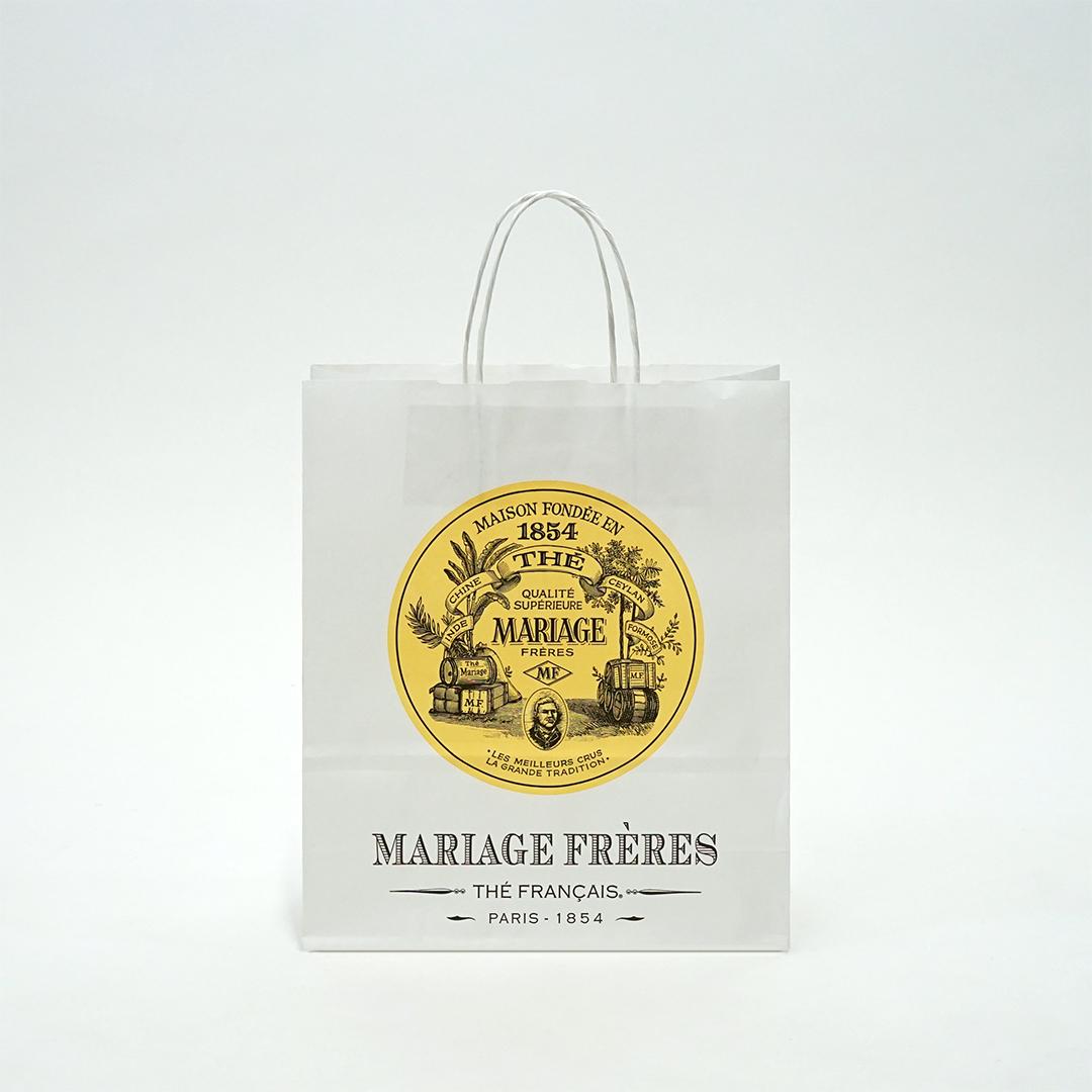 ヨーロッパ調のロゴデザインがクラシカルな紙袋