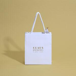 白を基調とした上品な紙袋