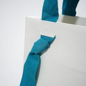 結び目がアクセントの紙袋