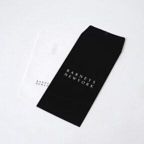 シンプルなデザインの縦型の封筒