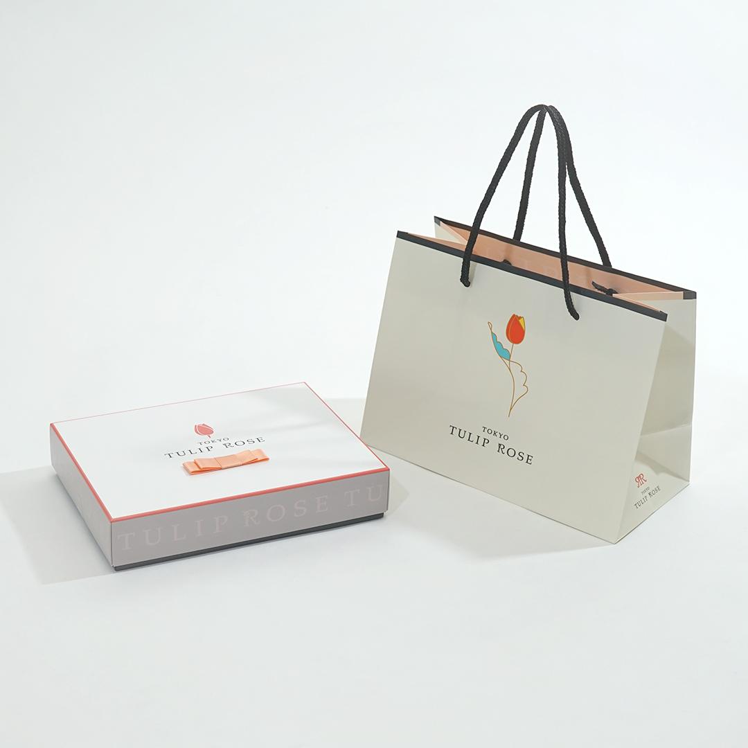 パッケージにこだわった大人かわいいお菓子の箱と紙袋