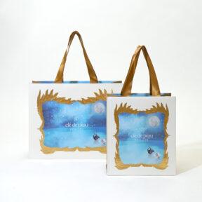 豪華な金の羽と全面デザインがロマンチックな紙袋