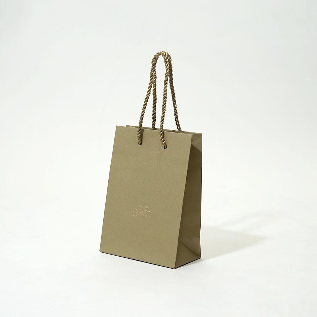 絶妙なニュアンスカラーでまとめたシンプル可愛い紙袋を読む