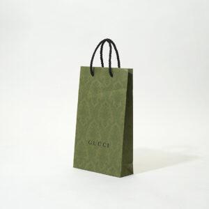 深い緑とブラックでまとめた紙袋