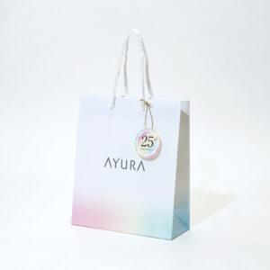 透明感あふれるグラデーションの紙袋