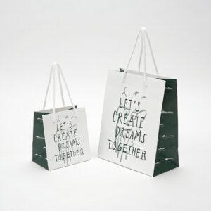 六甲山が思い浮かぶ紙袋