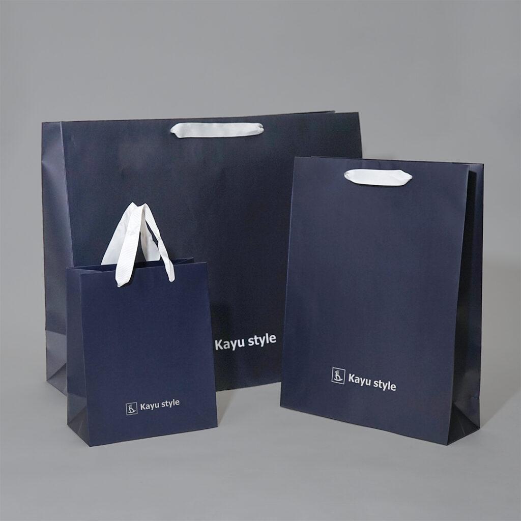 ネイビーとグログランがスタイリッシュな紙袋0
