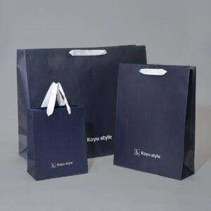 ネイビーとグログランがスタイリッシュな紙袋