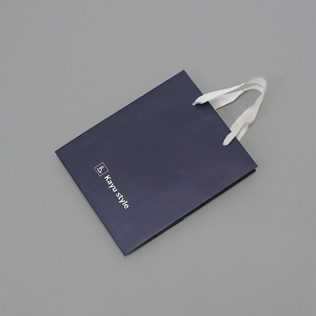 ネイビーとグログランがスタイリッシュな紙袋6