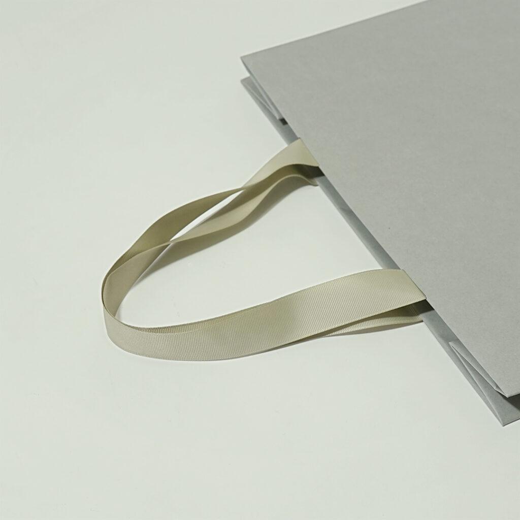 ヌーディーな紙袋5