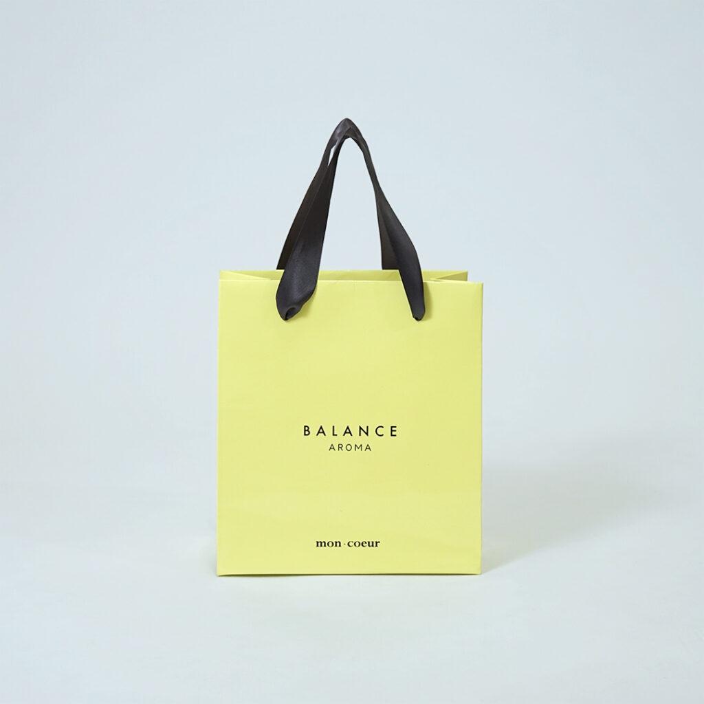 柔らかなピスタチオカラーの紙袋0