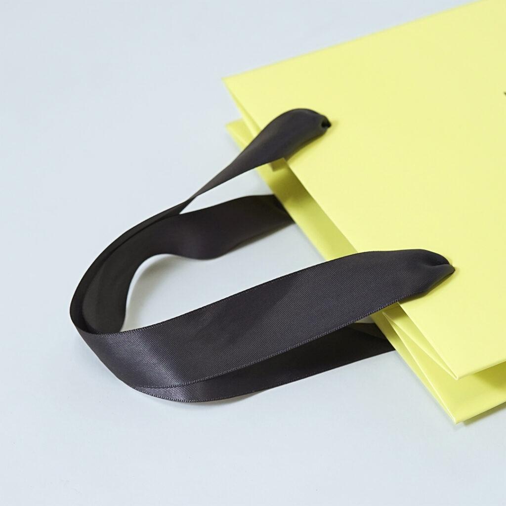 柔らかなピスタチオカラーの紙袋5